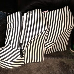 SHIEKH - BLACK/WHITE STRIPPED WEDGE BOOTIES - SZ 7